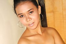 Filipina teen Bebot Lalu strips jeans and poses nude